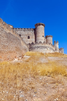 Gotycki zamek w belmonte
