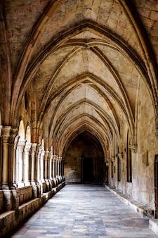 Gotyckie łuki na zewnątrz katedry w tarragona