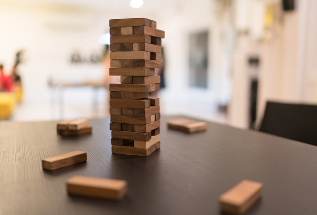 Gra stos bloków drewna