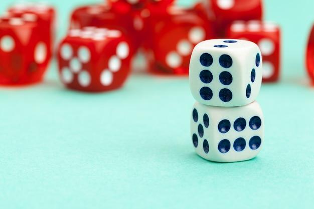Gra w kości na niebiesko. koncepcja gry.