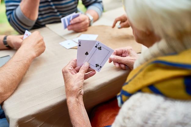 Gra w pokera z przyjaciółmi