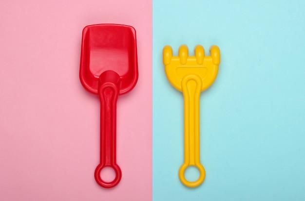 Grabie i łopata dla dzieci do piaskownicy lub plaży w kolorze różowego błękitu