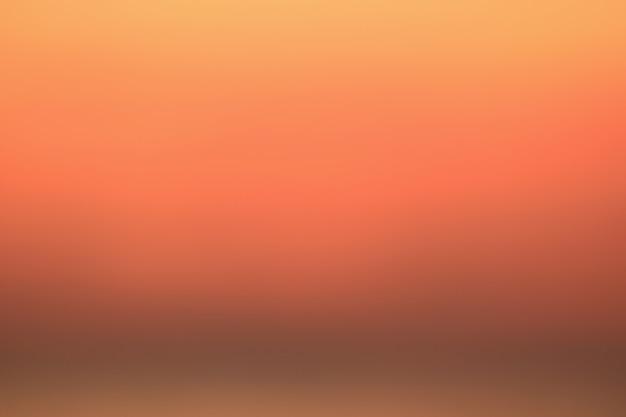 Gradacja koloru pomarańczowego nieba wschód słońca w tajlandii, na tle