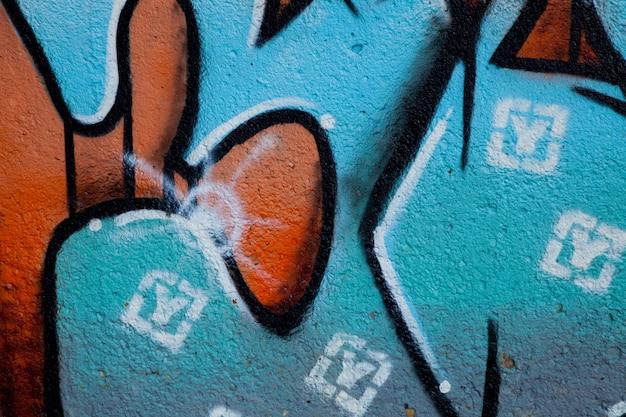 Graffiti w ścianie thw