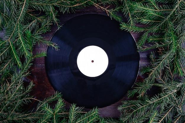 Gramofonowa płyta winylowa w stylu bożonarodzeniowym lub zimowym