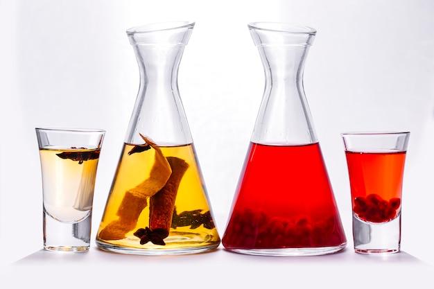 Granat pić nalewki anyż cynamon i skórki cytryny widok z boku