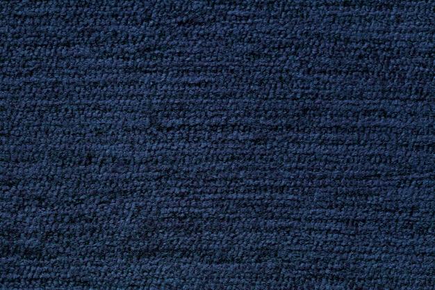 Granatowe tło z miękkiego materiału tekstylnego. materiał o naturalnej fakturze.