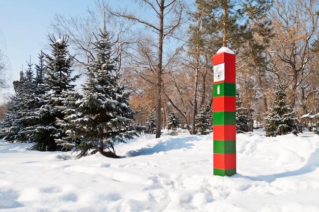 Granica państwowa zsrr. znacznik graniczny. orenburg, rosja. 23.02.2013