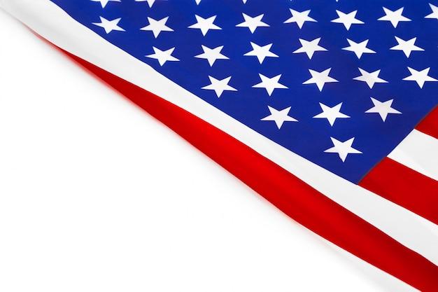 Granicy amerykańskiej flagi na białym tle na białym tle
