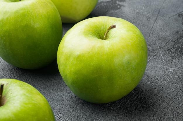Granny smith apple set, na szarym tle kamiennego stołu