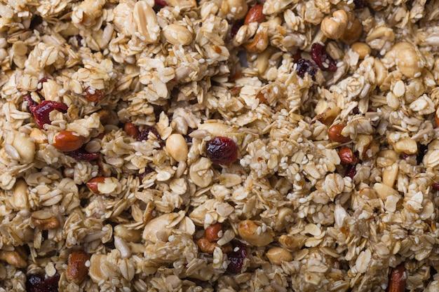 Granola lub musli owsiane surowej tekstury. koncepcja żywności. zdrowe i zdrowe jedzenie.
