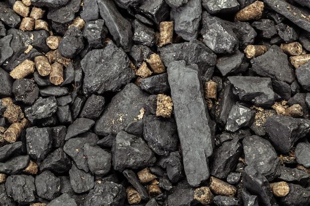 Granulki węgla i biomasy