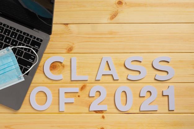 Gratulacje Dla Absolwenta Klasy 2021 Darmowe Zdjęcia