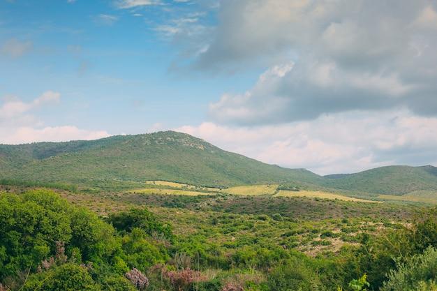 Grecja widok na góry i dolinę