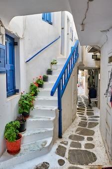 Grecka ulica mykonos na wyspie mykonos, grecja