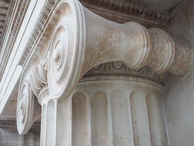 Grecki kapitał jonowy