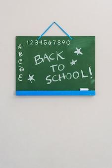 Greenboard z writing obwieszeniem na ścianie