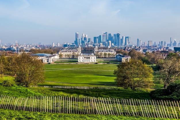 Greenwich park z narodowym muzeum morskim.