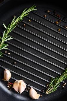 Grill grill patelnia lub patelnia widok z góry na tekst lub obiekty