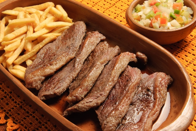 Grill picanha pieczony na grillu i podawany w plastrach tradycyjna kuchnia brazylijska