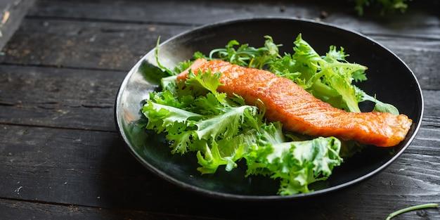 Grill z łososiem smażone owoce morza ryby z grilla żywność produkt ekologiczny posiłek przekąska na stole kopia przestrzeń jedzenie