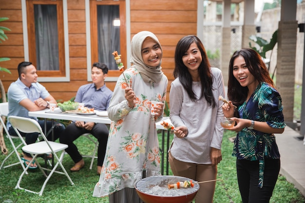 Grill z przyjaciółmi