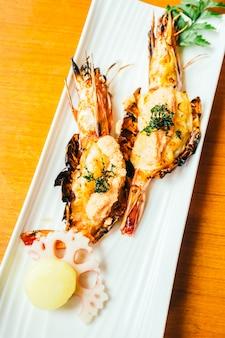 Grillowana krewetka lub krewetki z sosem