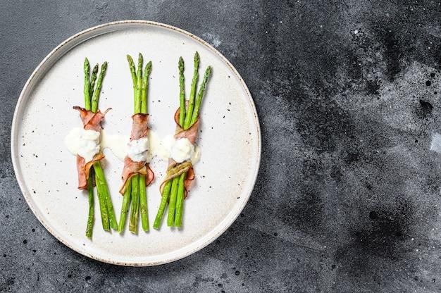 Grillowane ekologiczne szparagi zawijane w boczek wieprzowy