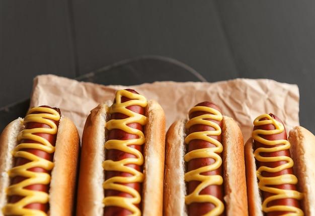 Grillowane hot-dogi z amerykańską musztardą