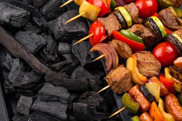 Grillowane kebaby z pieczarkami mięsnymi i warzywami