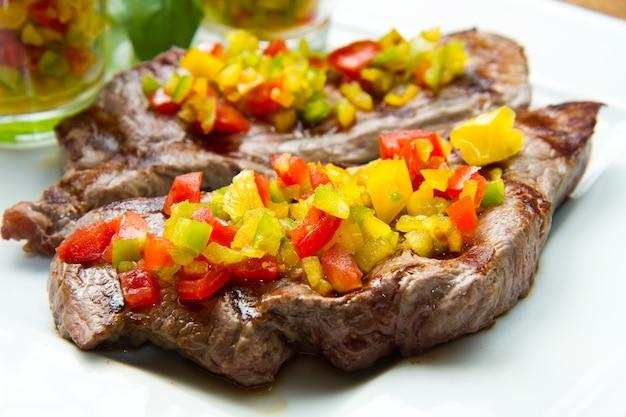 Grillowane mięso stekowe