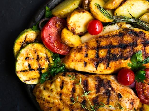 Grillowane piersi z kurczaka z warzywami