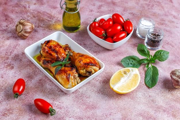 Grillowane udka z kurczaka z przyprawami.
