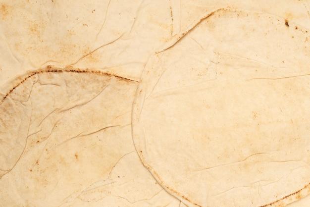 Grillowany chleb pitta na białym tle