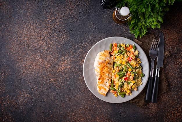 Grillowany filet z kurczaka z warzywami