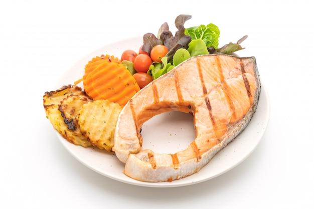 Grillowany filet z łososia z warzywami
