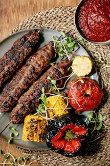 Grillowany kebab wołowy
