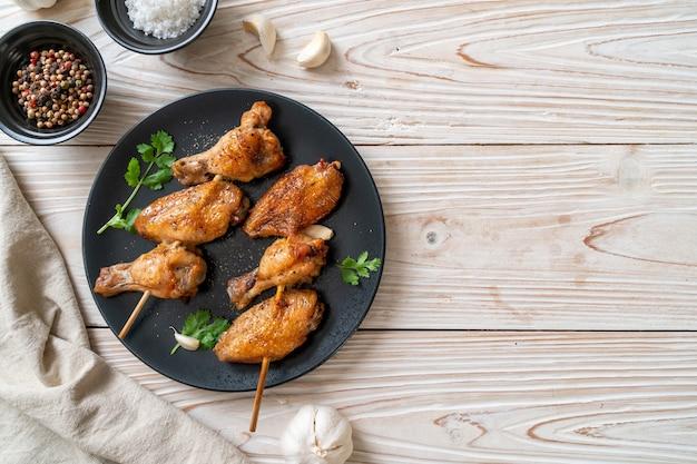 Grillowany kurczak grillowany z pieprzem i czosnkiem