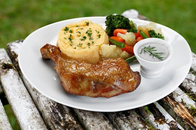 Grillowany kurczak z dodatkami