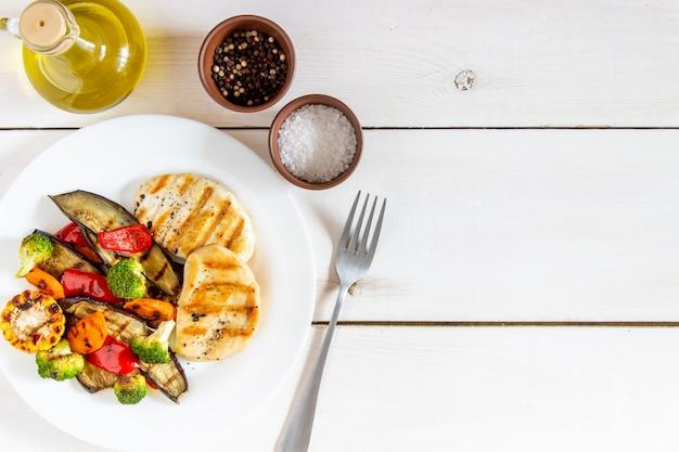 Grillowany kurczak z grillowanymi warzywami