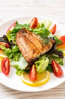Grillowany stek rybny z lucjana