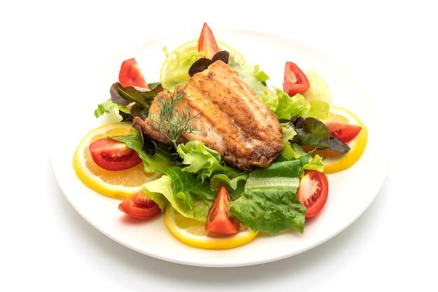Grillowany stek rybny z lucjanem z warzywami