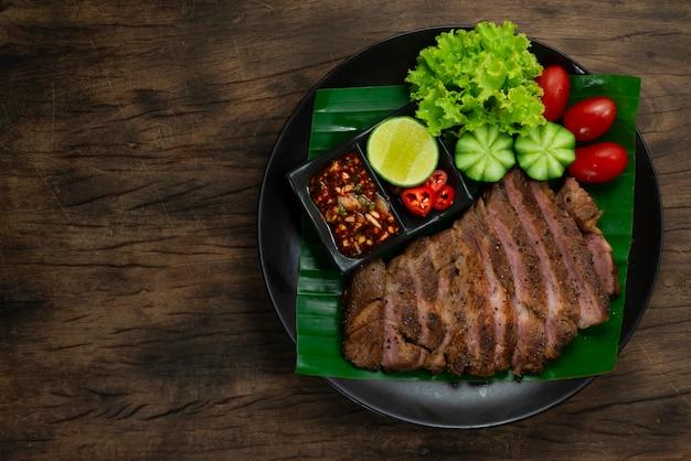 Grillowany stek wieprzowy z czarnym pieprzem