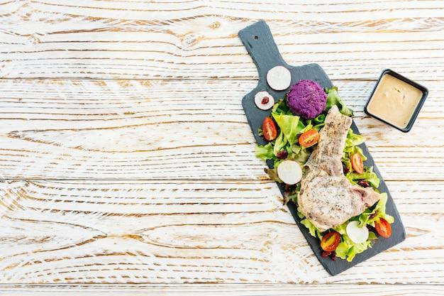 Grillowany stek wieprzowy z grilla