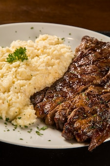 Grillowany stek wołowy i risotto