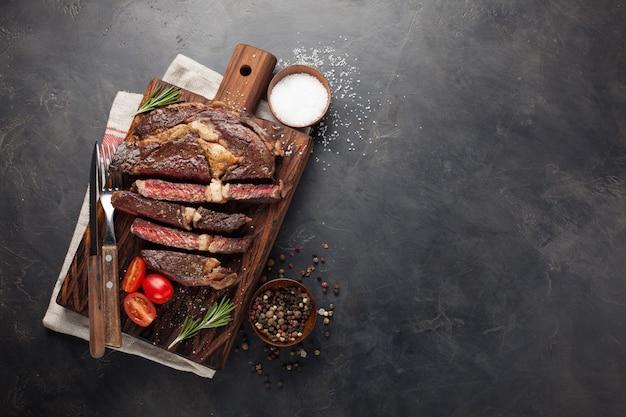 Grillowany stek wołowy ribeye.