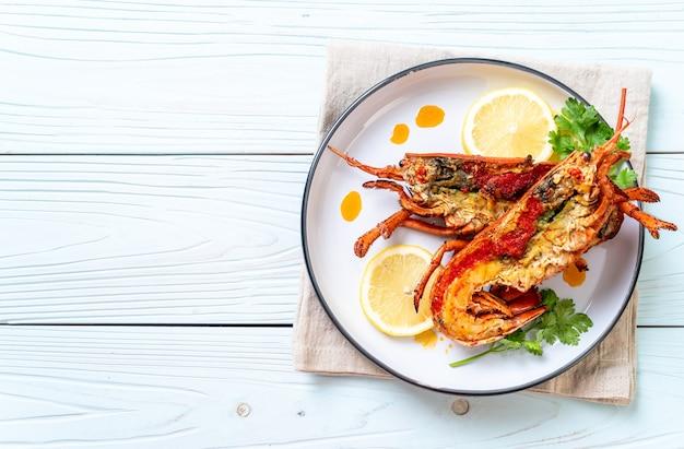 Grillowany stek z homara z cytryną