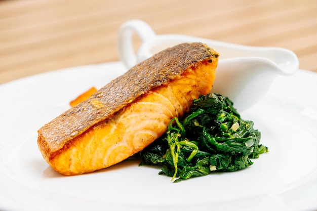 Grillowany stek z łososia