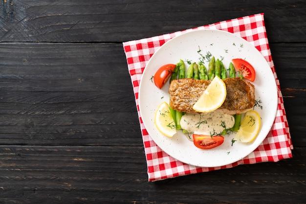 Grillowany stek z ryby snapper