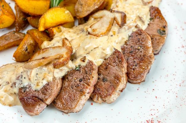 Grillowany stek z ziemniakami